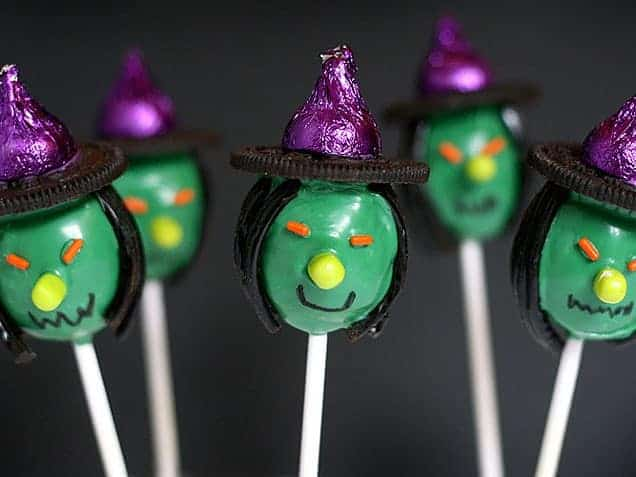 15 Spookalicious Halloween Cake Pops