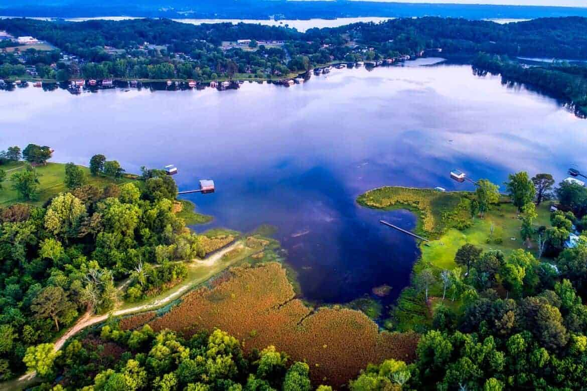 lake guntersville 2372823 1280 - Plan an Alabama Vacation: 8 Fascinating Places to Eat, Stay and See
