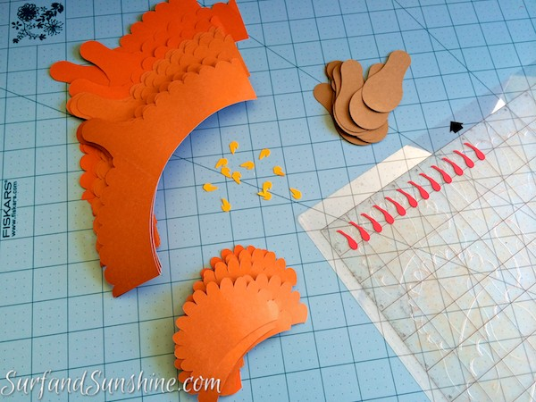 DIY thanksgiving turkey cupcake wrappers