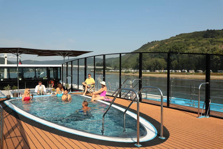 AmaWaterways AmaPrima Pool Swim Up Bar