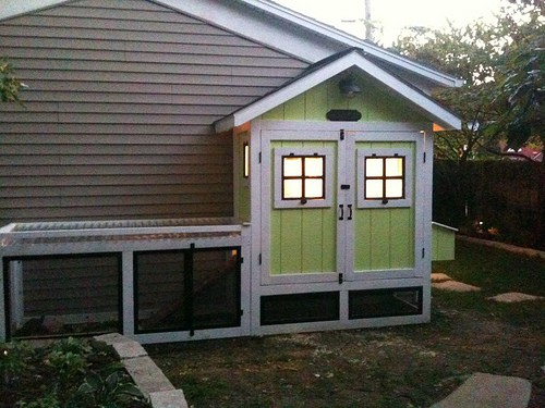Narrow chicken coop with fenced in area Free DIY Chicken Coop Plans