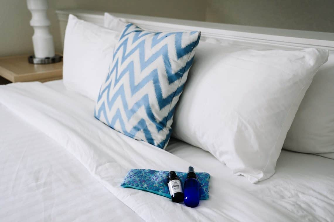 diy hotel room and linen spray