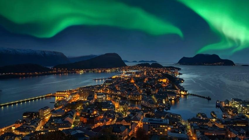 alesund norway northern lights