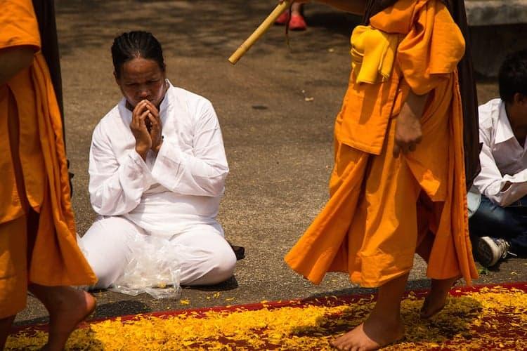 500 Dhutanga Thailand Monks carrying Buddha relics