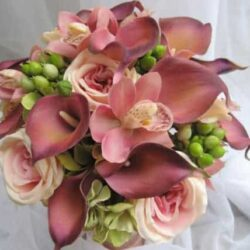 9 Gorgeous Tropical Wedding Bouquets