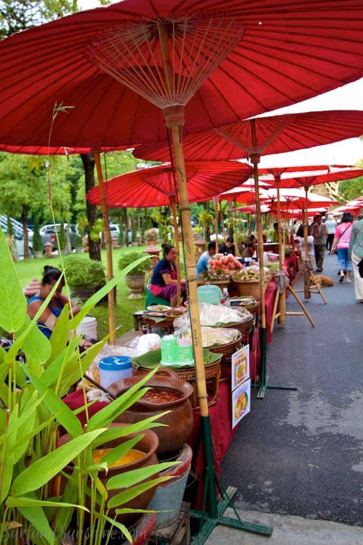 Wat Phra Singh vendors