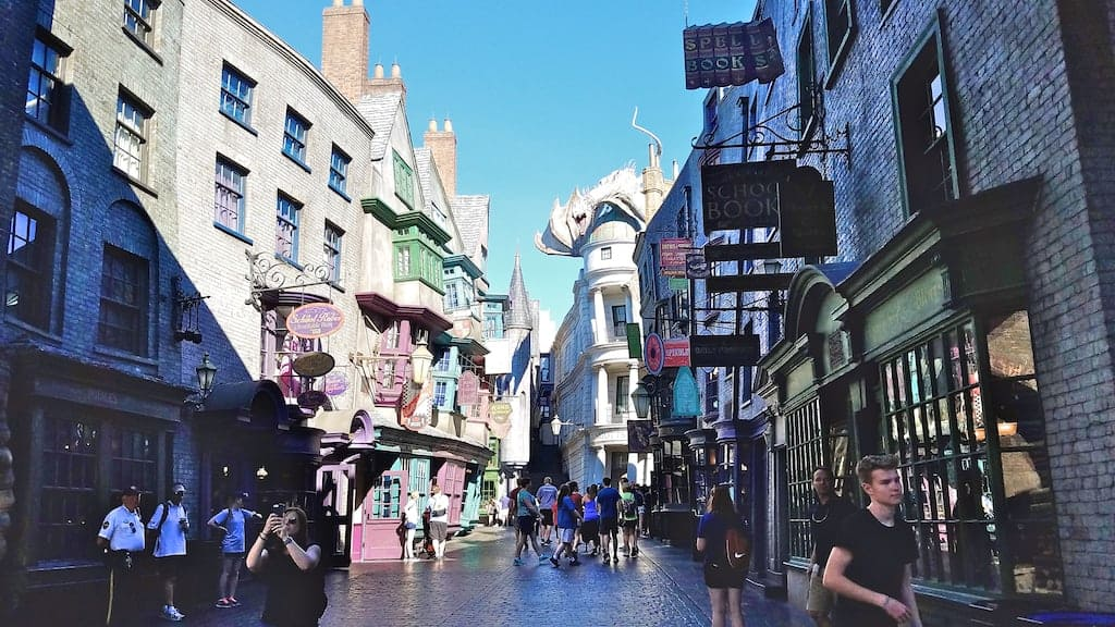 diagon alley - 13 Hidden Secrets of Harry Potter's Diagon Alley