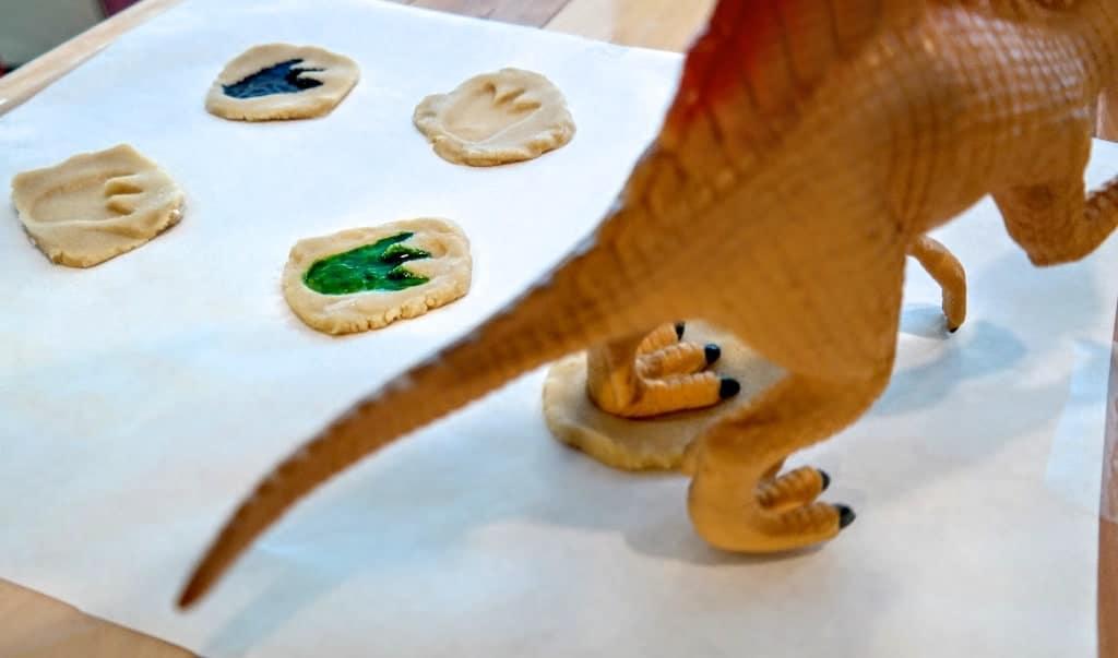 how to make dinosaur cookies