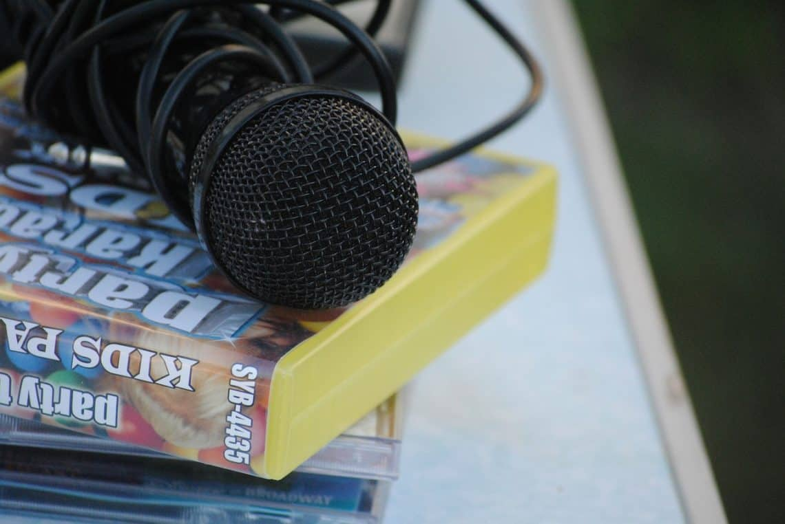 microphone-788561_1280