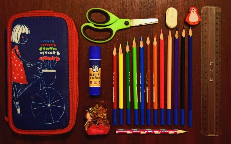 pencil-case-932143_1280