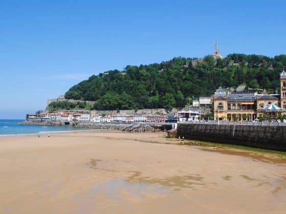 san sebastian 773772 1280 560x420 - Five of the Best Surf Spots in Europe for Beginners