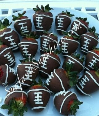 How to Make Chocolate Covered Football Strawberries for Superbowl