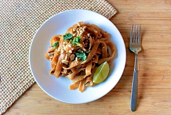 vegetable pad thai with spicy peanut sauce