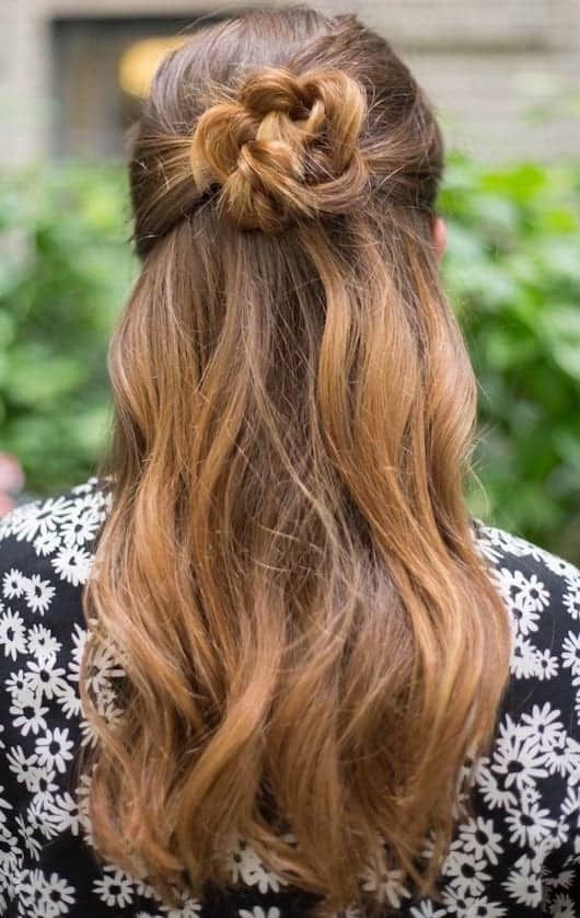 9 tutorials beautiful and easy hairstyles for travelers. Black Bedroom Furniture Sets. Home Design Ideas