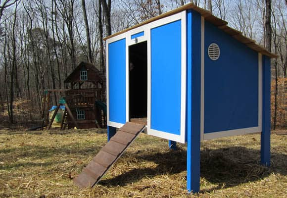 Free DIY Chicken Coop Plans for a simple enclosed chicken coop