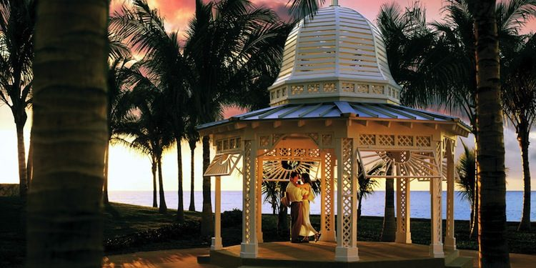 Gazebo-Sunset-Couple