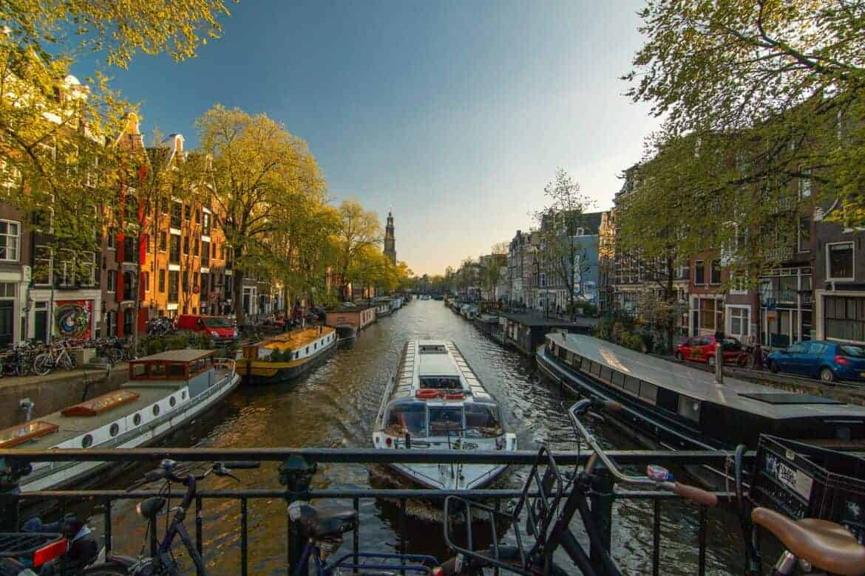 amsterdam-1089646_1920