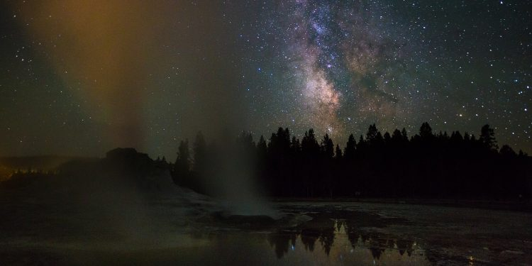 castle geyser 871516 1280 750x375 - Family Road Trip Ideas: 5 National Parks to Conquer this Summer