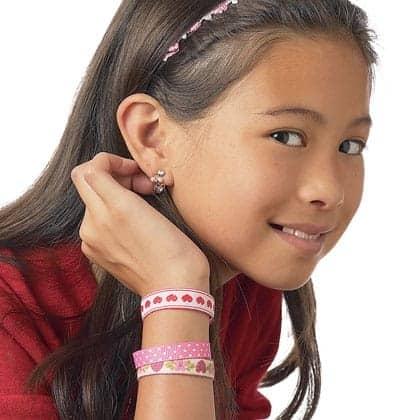 lovely-ribbon-bracelets-valentines-day-craft-photo-420-FF0205VALENA21