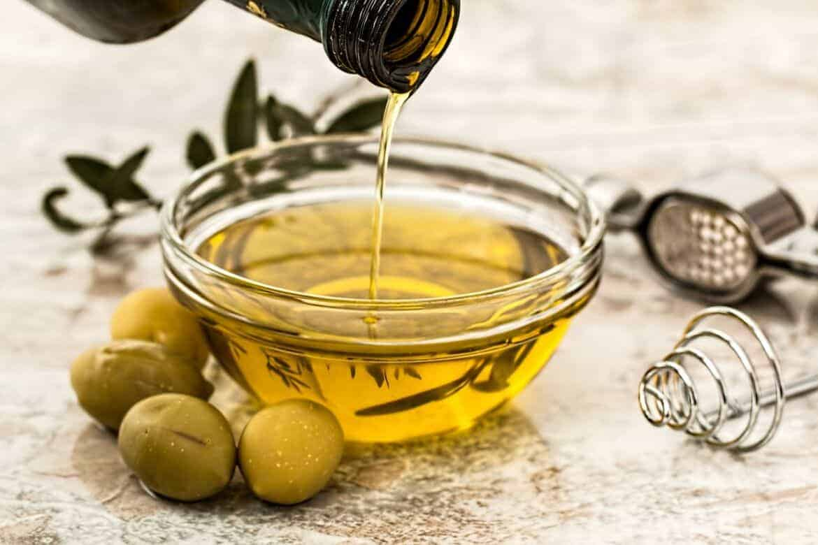 olive oil 968657 1280 - 10 All Natural DIY Beauty Treatments
